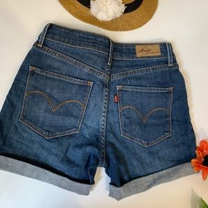 Levi's Dark Blue Denim Shorts 🏖